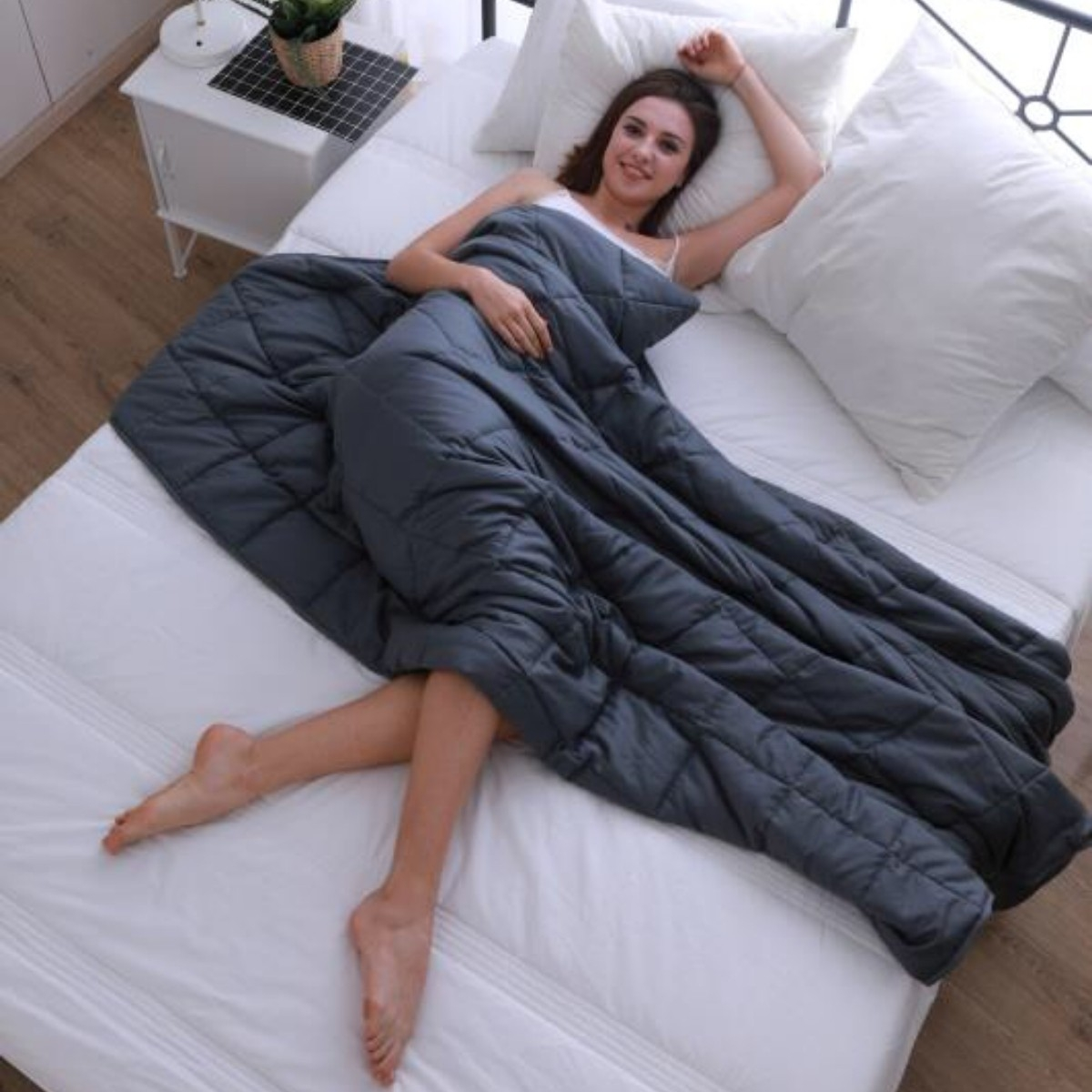 zensleep-weighted-blanket-sleeping-girl
