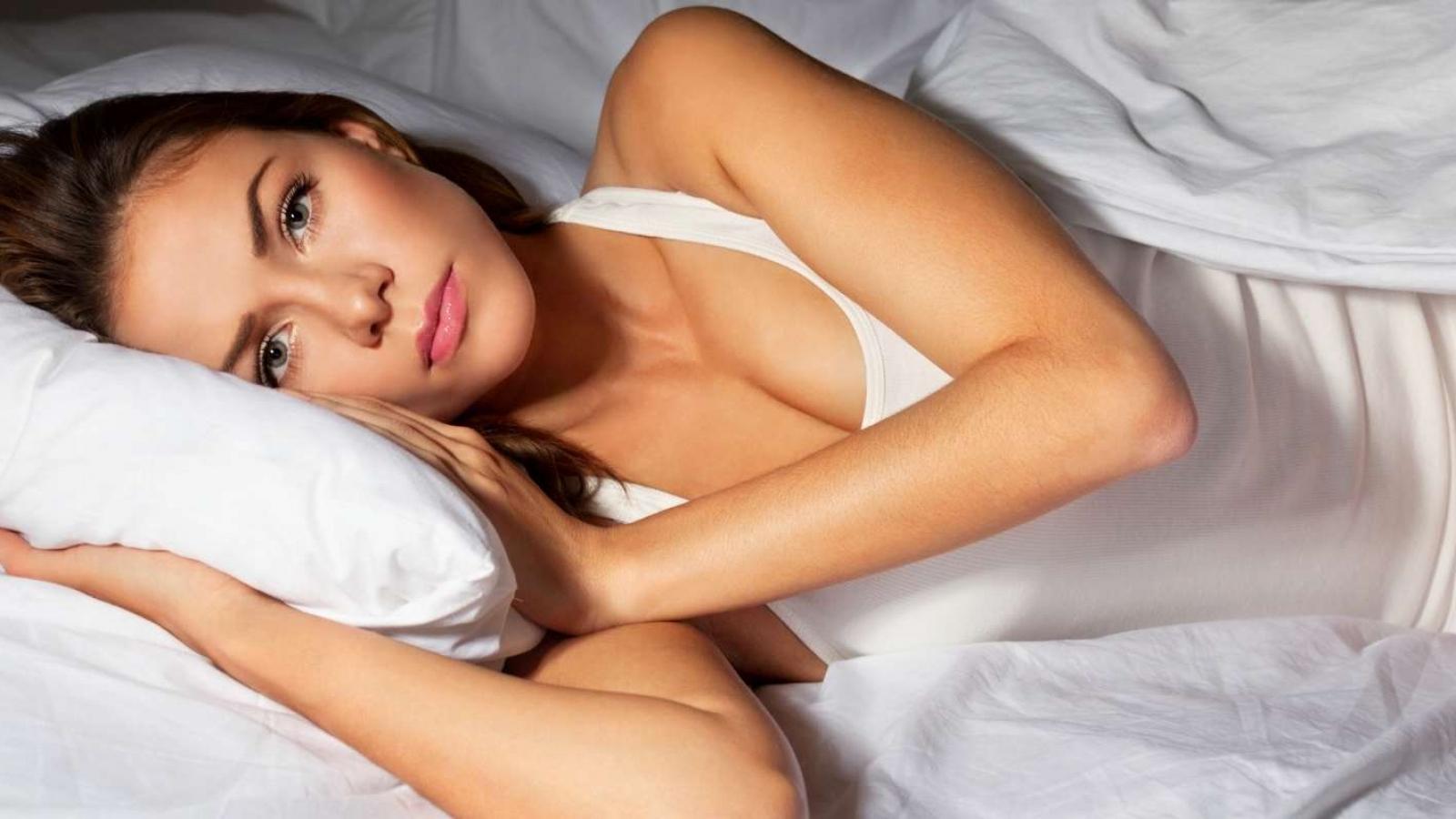 weighted-blanket-help-sleep